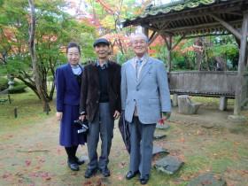 松雲山荘にて(左から中村会長、泉さん、牧岡さん